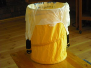 Idea .081000 Collapsible Waste Basket Bag Holder